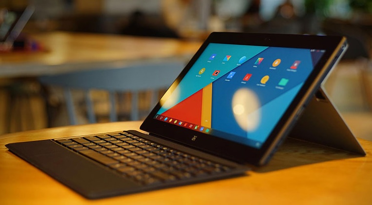 Remix ultra-tablet : Surface-look alike Android tablet