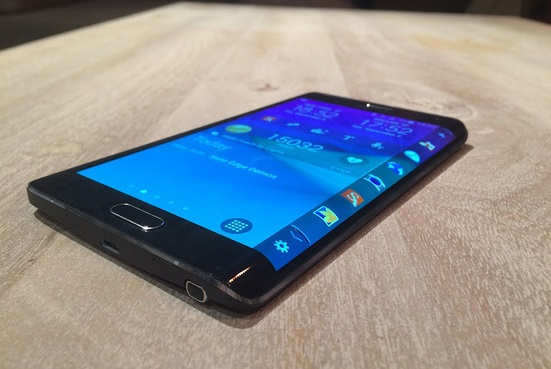 Samsung Galaxy Note Edge comes with a curve