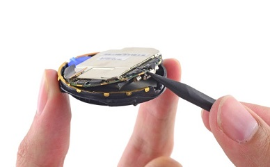 Smaller battery has been used in Moto 360