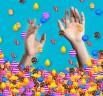 Man continues to play Candy Crush Saga while his thumb tendon tears off