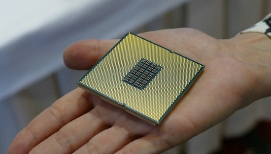 Qualcomm launches its first socketed enterprise CPU