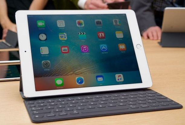 Apple launches iPad Pro with a smaller 9.7 inch screen